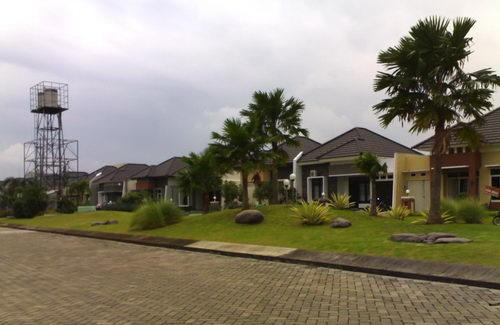 rumah dengan taman asri graha estetika