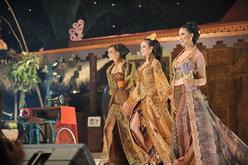 Pesona Kebaya Batik