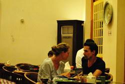 Bule pun makan di resto cianjur ini