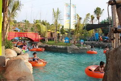 wahana lazy river water blaster