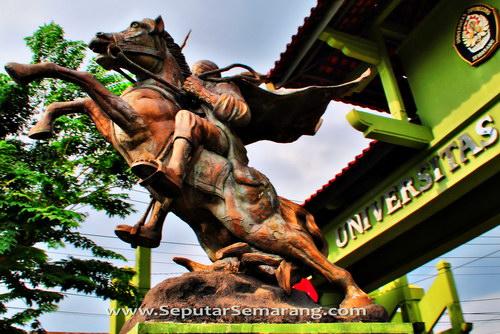Gambar patung diponegoro naik kuda