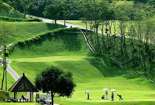 Foto bermain golf at graha candi golf Semarang