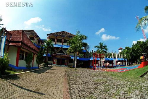 SMP SMA Semesta, Sekolah Bilingual Berasrama