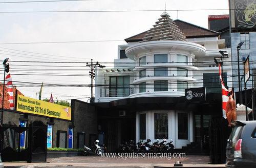 Foto Outlet Tri 3 Store Semarang Gajah Mada