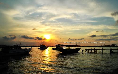 Sunset Di Pantai Marina