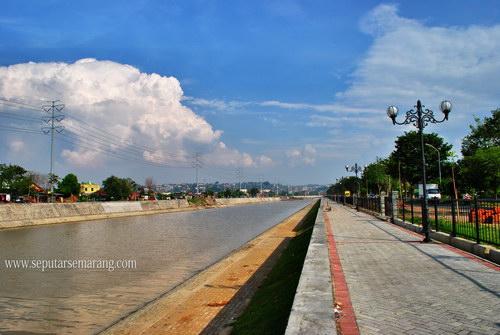 Foto Pesona Sungai Banjir Kanal Barat