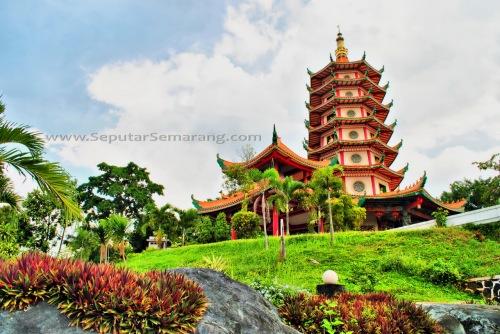 Tempat Wisata Populer Pagoda Watugong