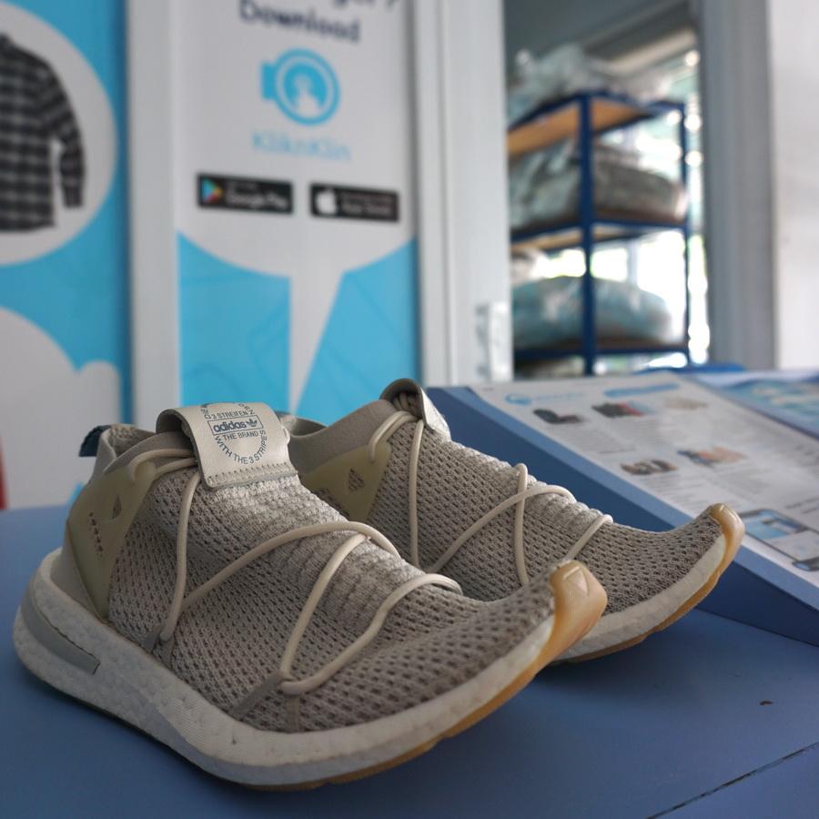 Sepatu bersih laundry
